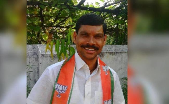 BJP MLA Dance With Bar Dancer In Maharashtra - Sakshi