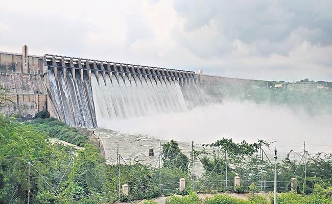 Reduced flood to Srisailam dam - Sakshi