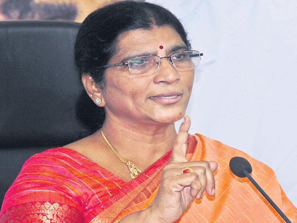 Lakshmi Parvathi Comments On Chandrababu - Sakshi