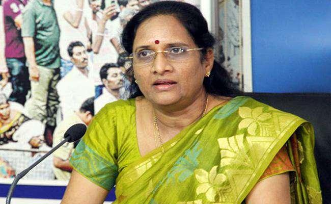 YSRCP Leader Vasireddy Padma Fires On TDP Leaders - Sakshi