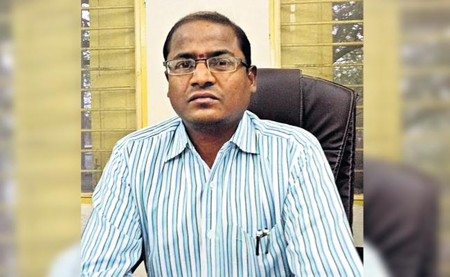 RDO Venumadhava Rao Doing Six Responsibilities in Rangareddy - Sakshi