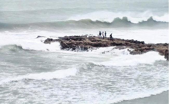 Rain Due To Bay Of Bengal Depression - Sakshi