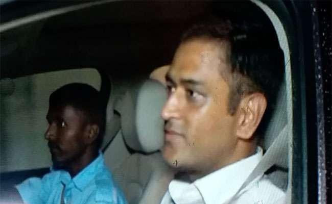 Dhoni Meets President Kovind Over Dinner At Rajbhawan In Ranchi - Sakshi