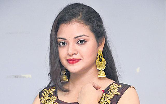 Heroine Supraja Talk About He Is New Movie Dubsmasher - Sakshi