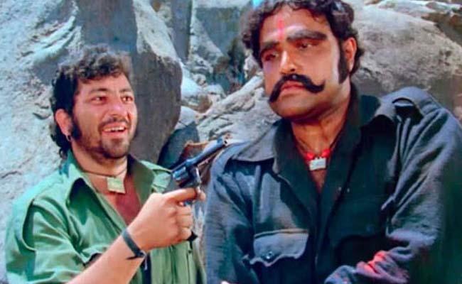 Veteran actor Viju Khote passes away  - Sakshi