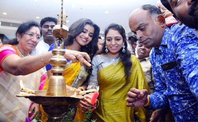 Anupama parameswaran Attended Chandana Brothers Opening In Kurnool - Sakshi