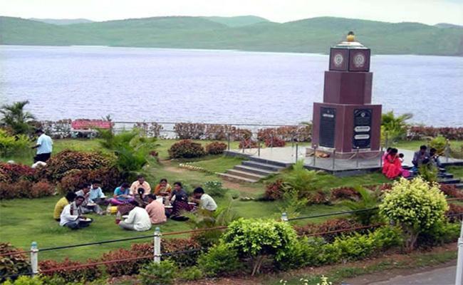 Telugu Ganga Expats Demands Employement In Kadapa - Sakshi