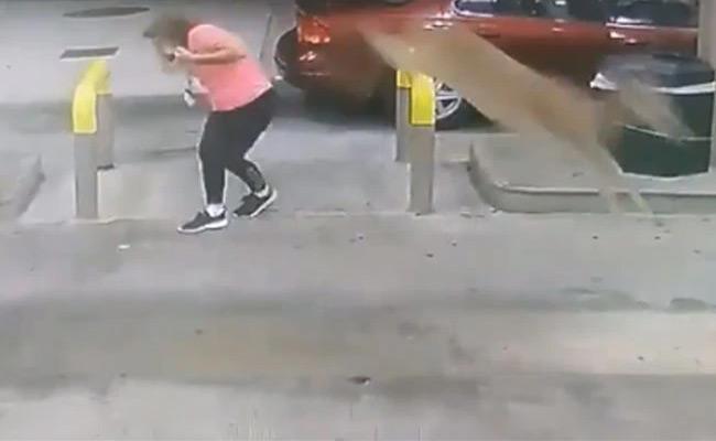 Deer Jumps Over Woman In Brunswick - Sakshi