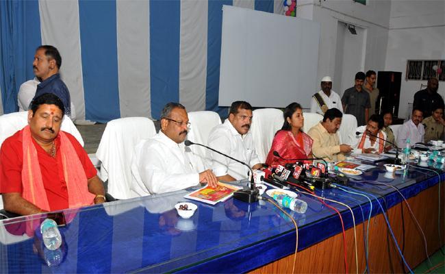 Deputy Cm Pushpa Srivani Meeting With Officials For navarathri Celebrations - Sakshi