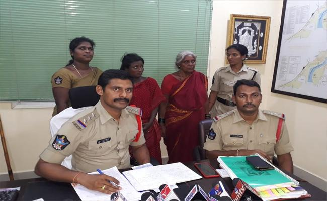 Woman Arrested for Kidnapping Girl Chittoor - Sakshi
