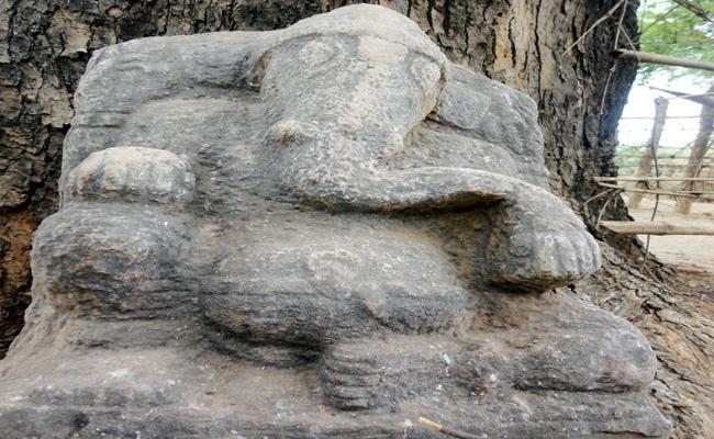 Ancient Vinayaka Statues in Nallamala Forest Kurnool - Sakshi
