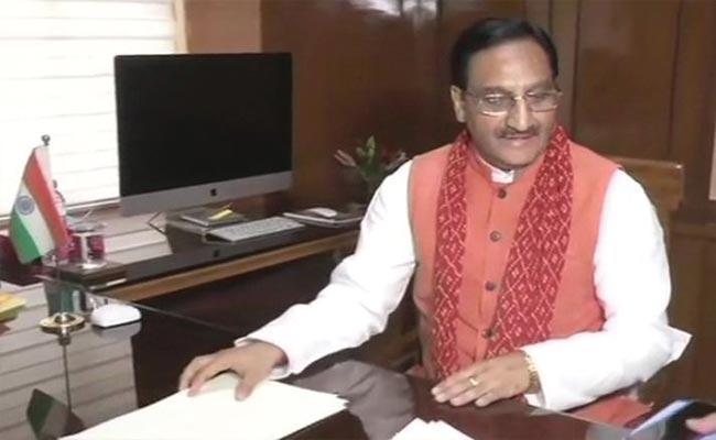 Nagati Narayana Writes Guest Column On Fake Qualification Certificates - Sakshi