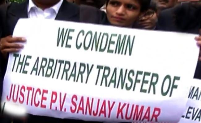 Telangana Lawyers Protest Over Sanjay Kumar Transfer - Sakshi