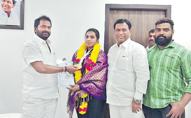 Mallika Yadav To World Championship - Sakshi
