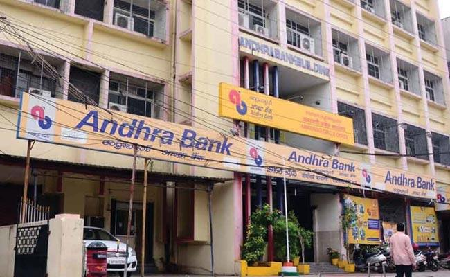 Editorial On Ten Nationalized Banks To Be Merged Into Four - Sakshi