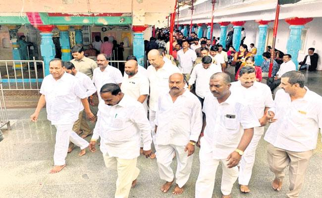 CH Malla Reddy Visits Chilkur Balaji Temple At Moinabad - Sakshi