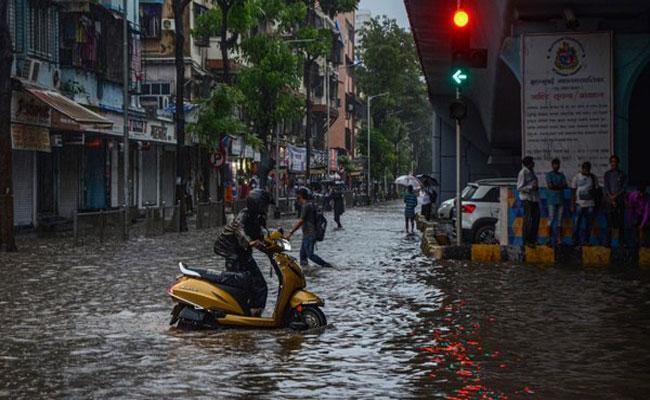 Due To Heavy Rains Mumbai Schools Remain Closed Today - Sakshi