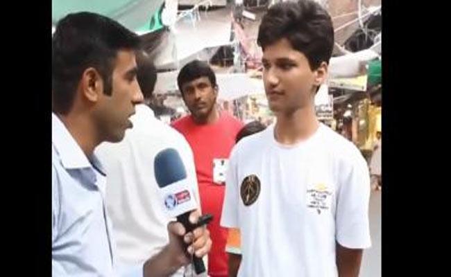 Pakistan Boy Says Imran Khan First Focus On Pak Economic Situation - Sakshi