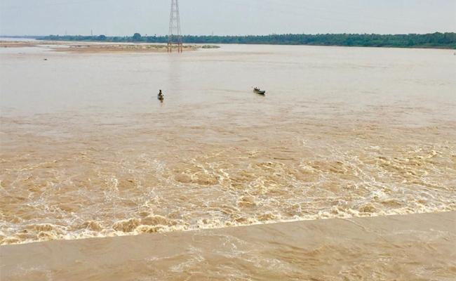 Godavari River Flow Again Increased In West Godavari - Sakshi