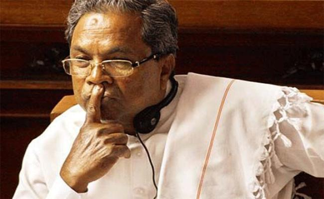 Siddaramaiah Slaps Party Worker In Karnataka  - Sakshi