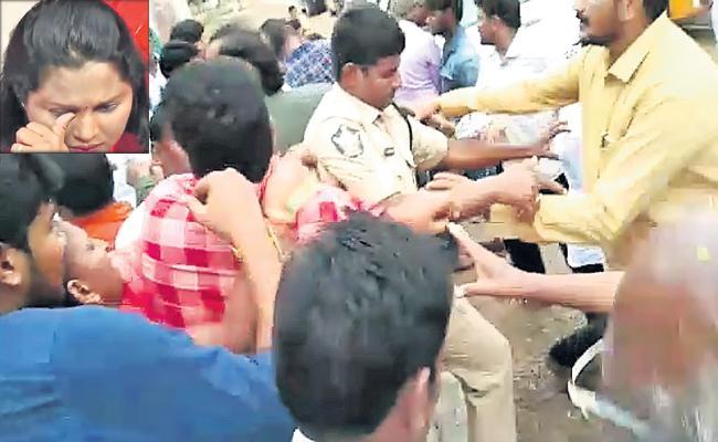 TDP leaders blamed MLA Sridevi for caste - Sakshi