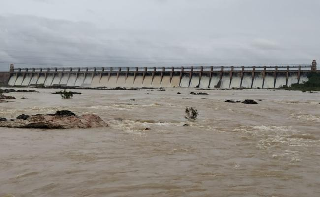 Water Flow Increased In Tungabhadra Kurnool - Sakshi
