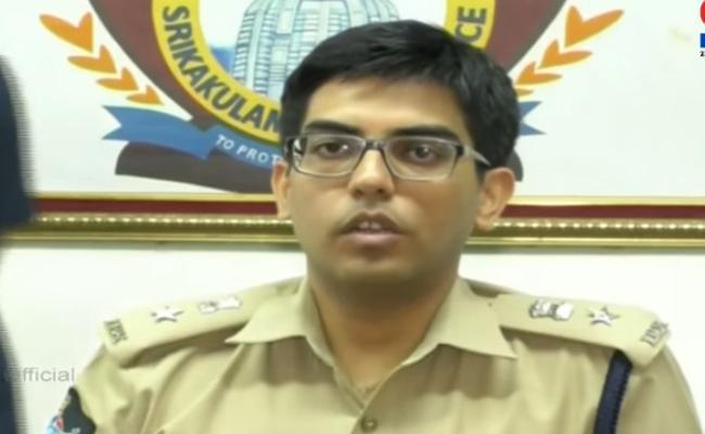 Chintamaneni Prabhakar Victims Met SP Navdeep Singh - Sakshi