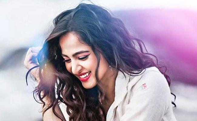 Anushka First Look From Nishabdam Movie - Sakshi