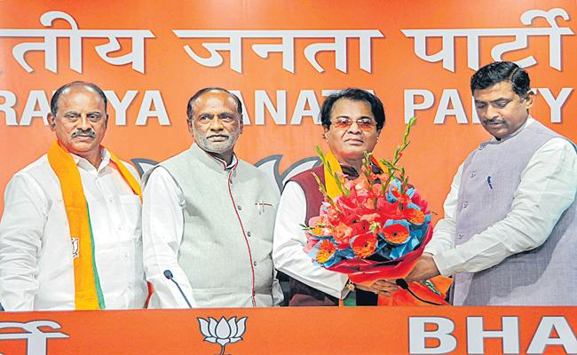 Revuri Prakash joins in BJP - Sakshi