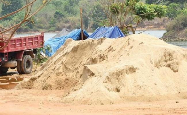 New Sand Policy Will Reduce Sand Mafia In Prakasam - Sakshi
