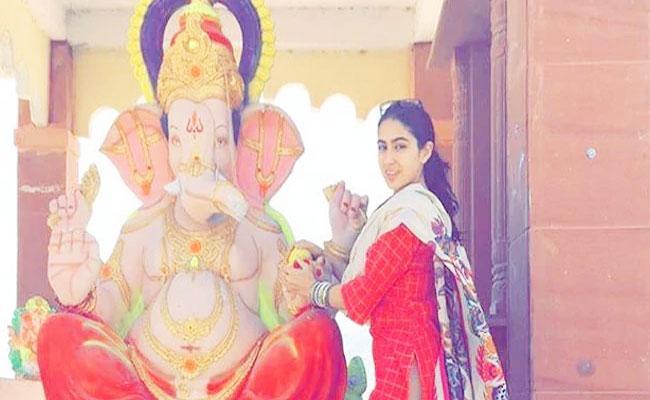 Sara Ali Khan Fans Shutting Up Trolls On Her Ganesh Chaturthi Post - Sakshi