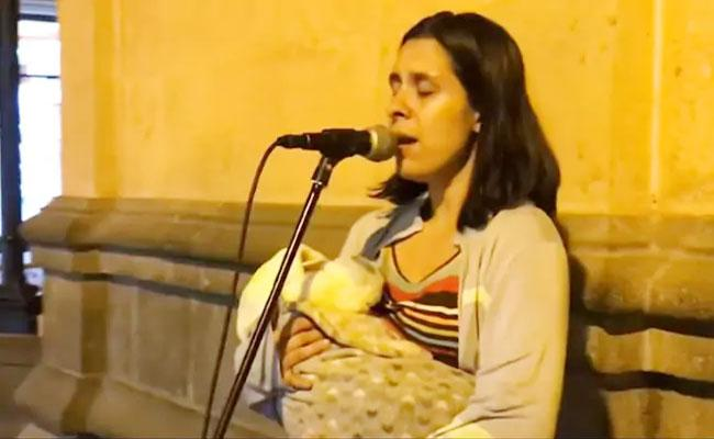 Venezuela Mother Sings Peru Streets Over Economic Crisis In Her Country - Sakshi
