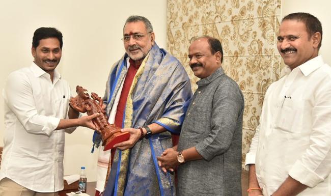 Central Minister Giriraj Singh Meets AP CM YS Jagan - Sakshi