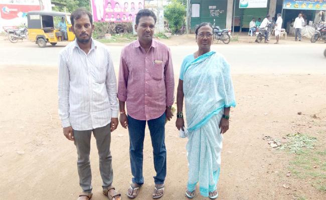 Woman Cheated In Name Of Gulf Jobs At Gollapalli In Rajanna Siricilla - Sakshi