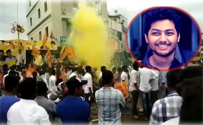 Balayya Fans Overaction At Mokshagna Birthday Celebration At Krishna District - Sakshi