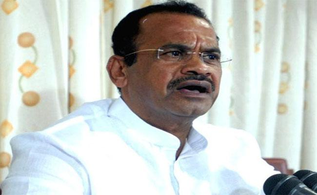 Komatireddy Venkatareddy Denies KCR Images on Yadadri - Sakshi