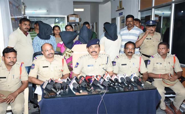 Police Solve Kidnap Case In Warangal - Sakshi