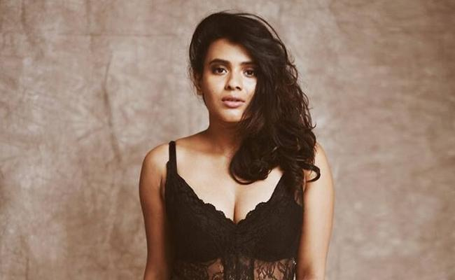 Hebah Patel Turns Villain For Nithiin Bheeshma - Sakshi