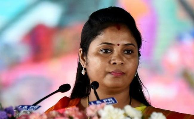 Deputy CM Pushpa Srivani Criticize Chandrababu In Amaravati - Sakshi