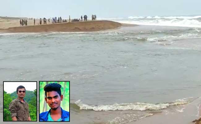 Two Young Mens Killed In Kuppili Gadda Srikakulam District - Sakshi