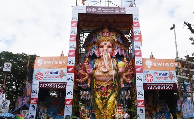 Talasani Srinivas Yadav Ganga harathi to Khairatabad Ganesh - Sakshi