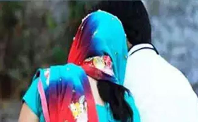 Married Woman Eloped With Lover In Chennai - Sakshi