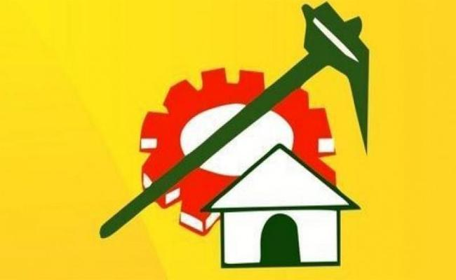 Officers Liberated the Land Occupied by TDP Leader - Sakshi