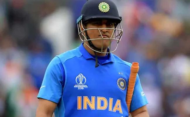 MS Dhoni Deserves A Proper Send Off - Sakshi