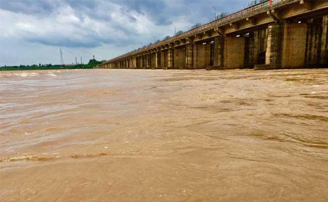 Increasing Flood In Godavari River  - Sakshi