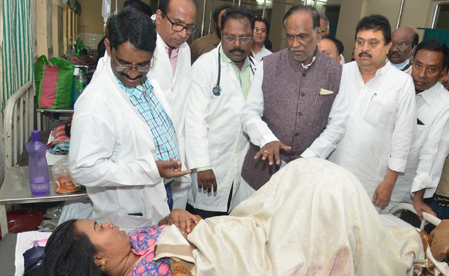 Telangana BJP President Visits Gandhi Hospital And Slams TRS - Sakshi