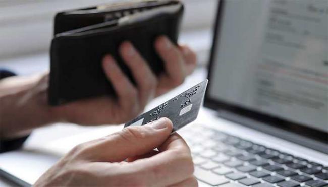 Traders Raise Objections Against Festive Online Sale Discounts - Sakshi