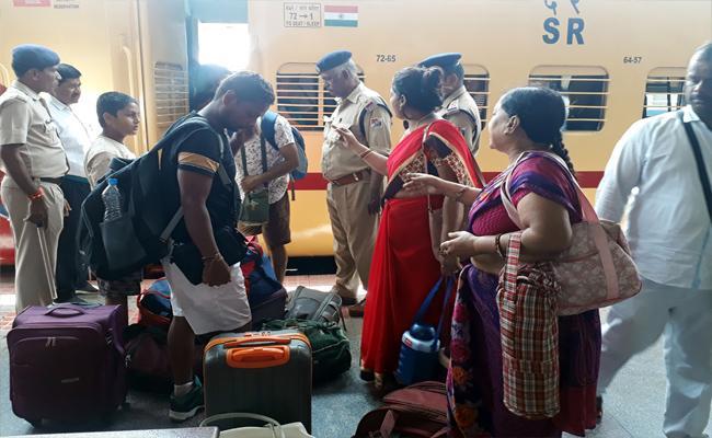 Train Berth And Reservation Problems in Tirupati - Sakshi