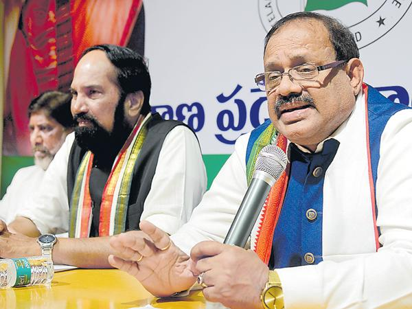 Uttamkumar Reddy says that Congress Party setting up a committee on Irrigation Projects Corruption - Sakshi