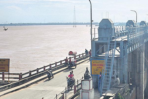Godavari River Water is in the High level with the sub-rivers - Sakshi